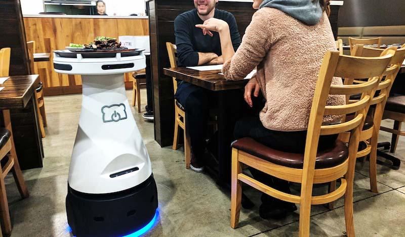 roboti_v_restorane