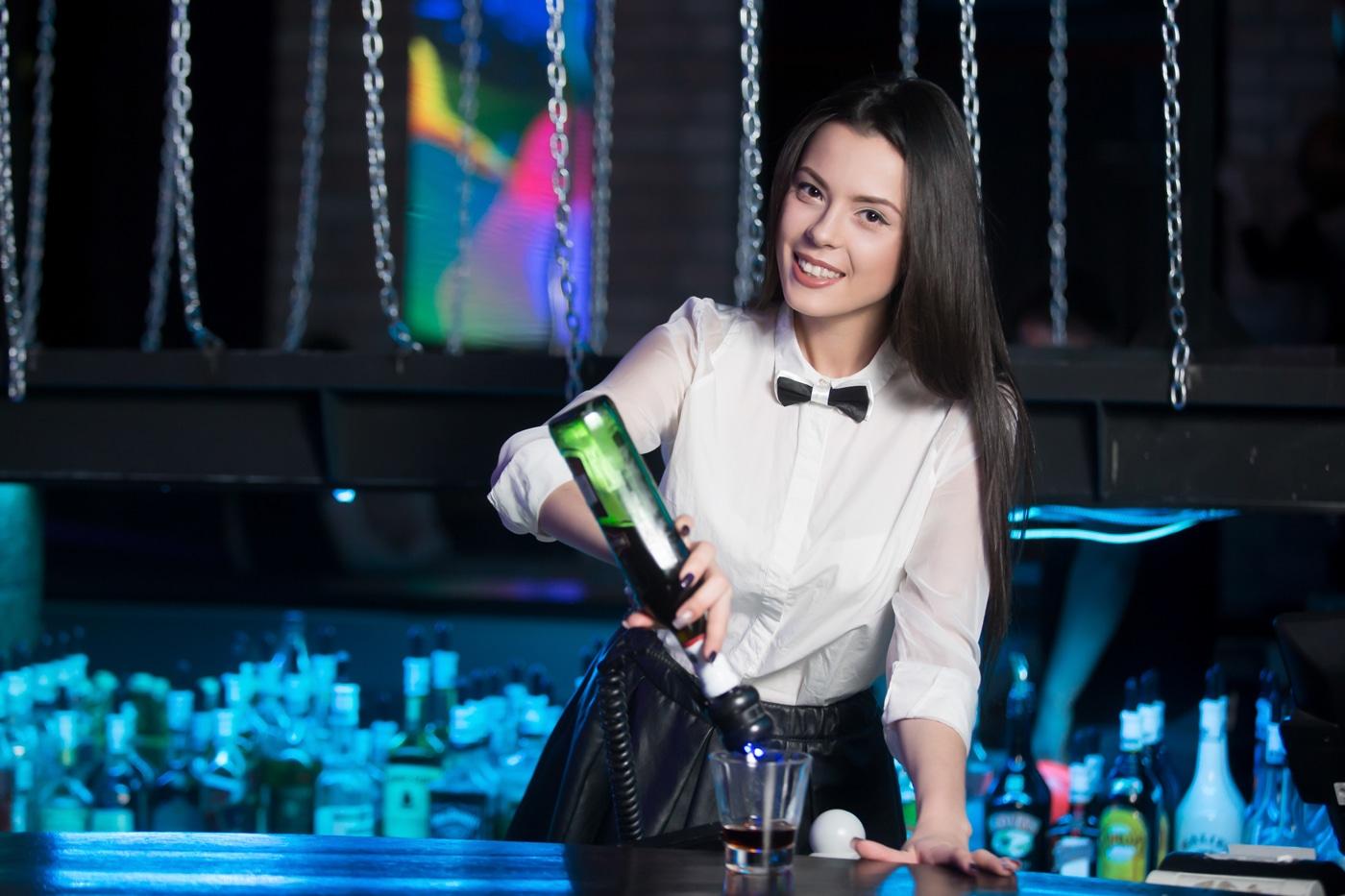 работа барменом для девушек отзывы
