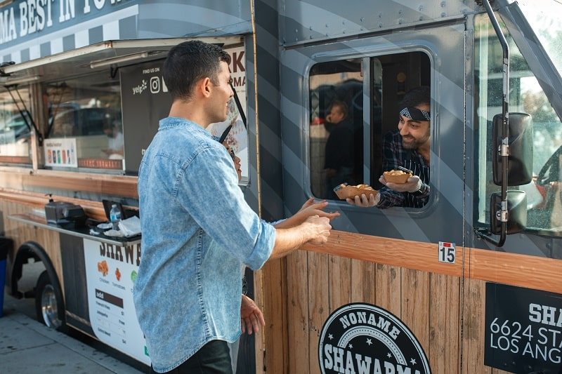 Customer service in food truck